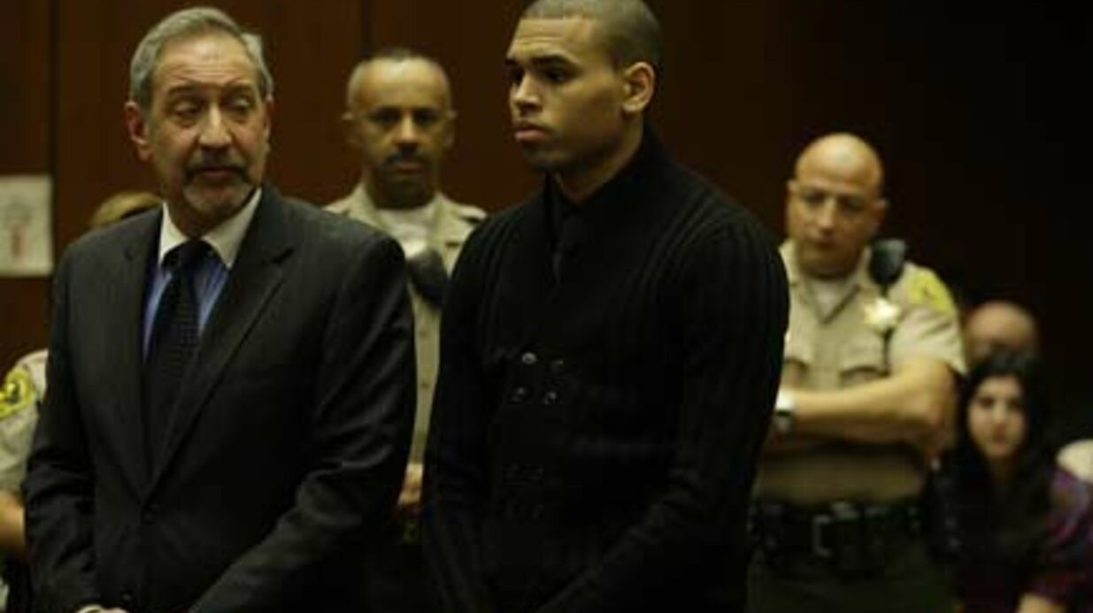 PHOTOS Chris Brown la joue penaud devant le juge