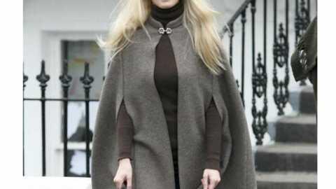 LOOK Claudia Schiffer ne quitte plus ses minnetonka