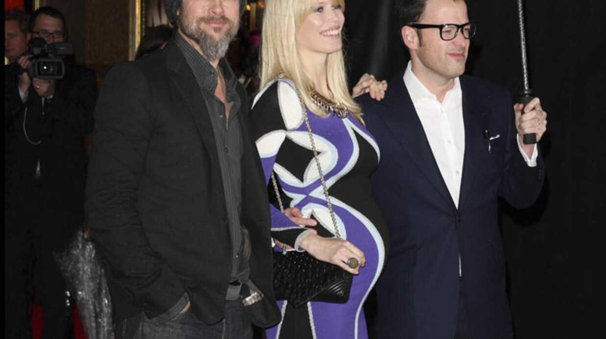 PHOTOS Claudia Schiffer enceinte au bras de Brad Pitt