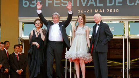 PHOTOS Festival de Cannes: Alain Delon, un mythe sur le tapis rouge