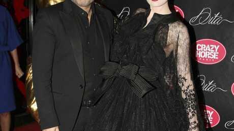 PHOTOS Dita Von Teese: la haute couture à ses pieds