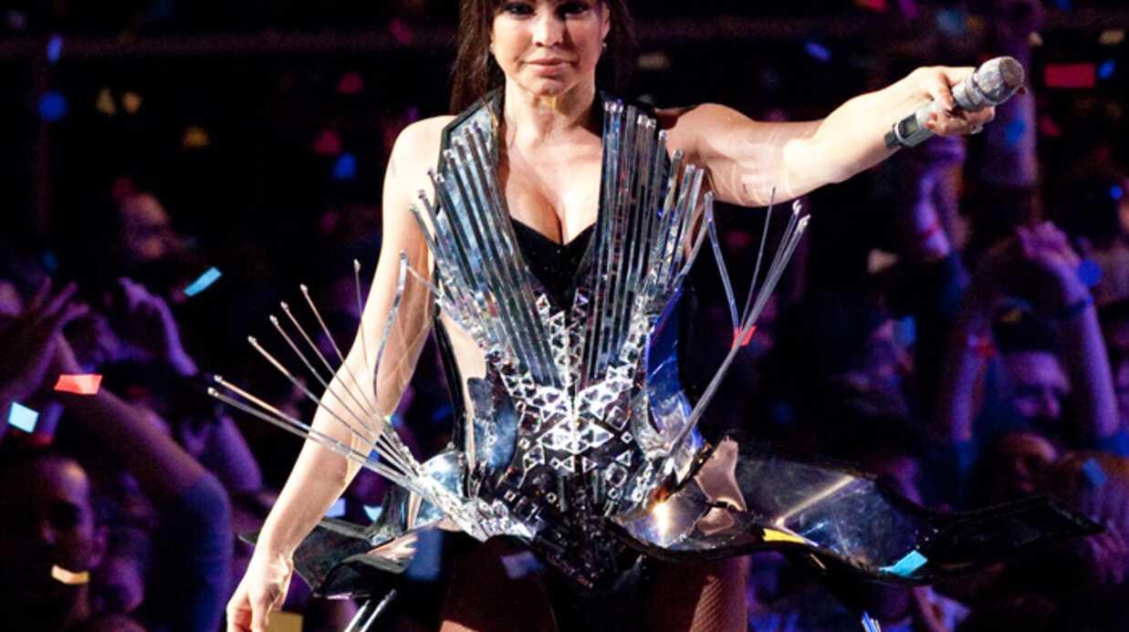 PHOTOS Les incroyables tenues de scène de Fergie
