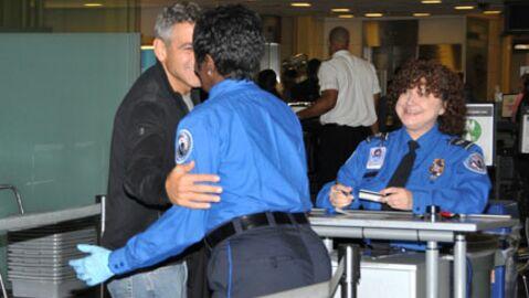 PHOTOS  George Clooney charmeur à l'aéroport