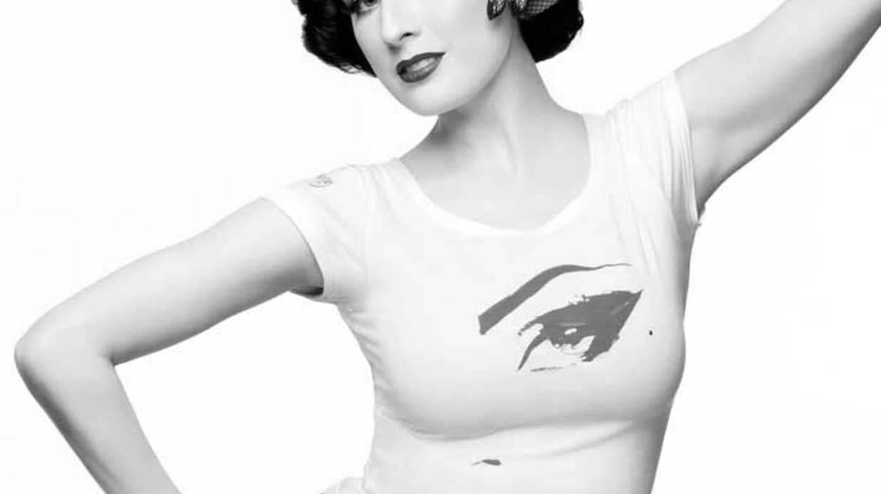 PHOTOS Dita Von Teese présente la collec­tion H&M Against Aids