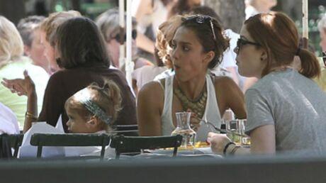 PHOTOS Jessica Alba à Paris avec sa fille et des amies