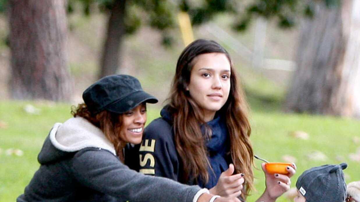PHOTOS Jessica Alba au parc avec bébé