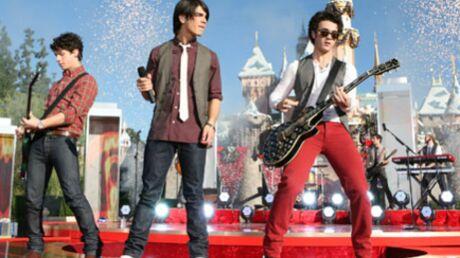 PHOTOS – Jonas Brothers sur scène à Disneyland