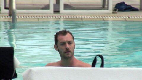 PHOTOS  Jude Law à la piscine, c'est hot!