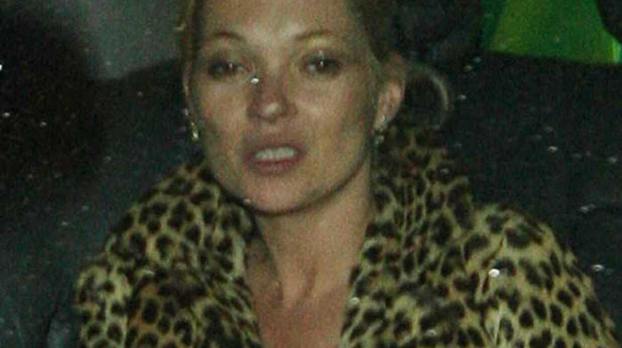 PHOTOS Kate Moss sort d'un club très éméchée