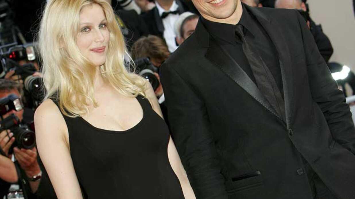 PHOTOS Festival de Cannes: Laëtitia Casta radieuse au bras de son amoureux!