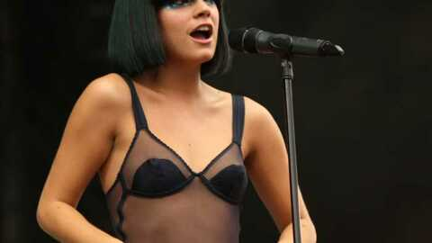 PHOTOS Lily Allen : striptease sur scène