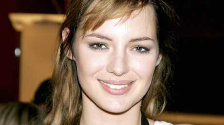 photos-louise-bourgoin-toujours-aussi-joueuse