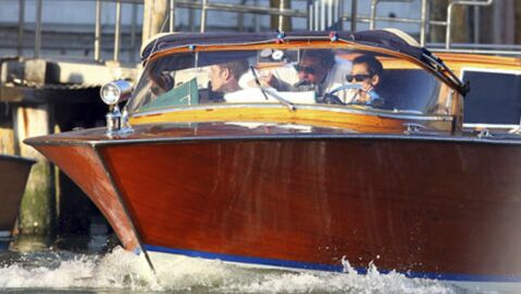PHOTOS Maddox Jolie-Pitt aux commandes d'un bateau taxi