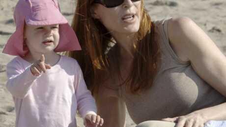 Marcia Cross à la plage avec son chéri et ses filles