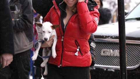 LOOK Mariah Carey et ses Moon Boots rouges