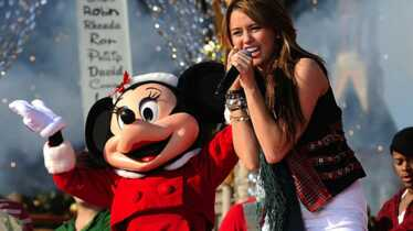 Miley surprise avec Mickey!