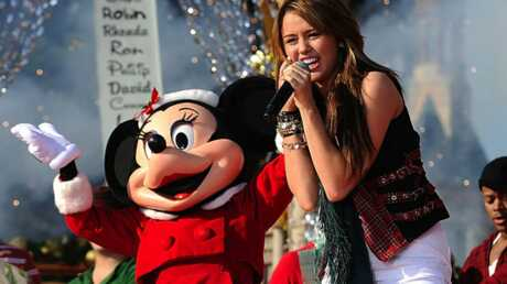 PHOTOS –  Miley Cyrus, son concert à Disneyland