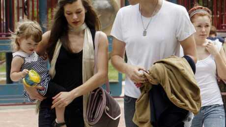 photos-milla-jovovich-fete-les-peres-avec-sa-fille-et-son-mari