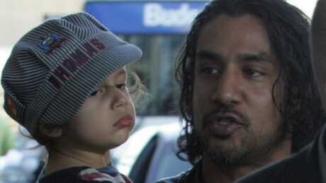 PHOTOS  Naveen Andrews de Lost avec son fils