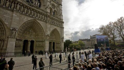 Photos: hommage à sœur Emmanuelle à Notre-Dame de Paris