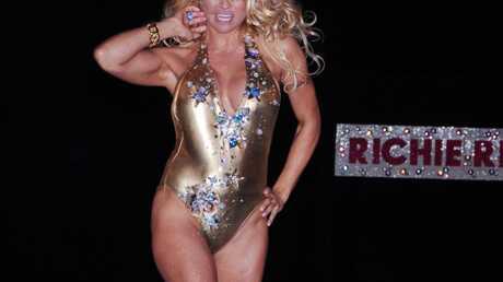 PHOTOS Pamela Anderson: presque nue à la fashion week