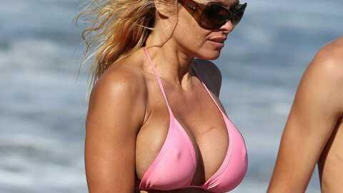 PHOTOS Pamela Anderson est une bimbo flétrie mais sexy