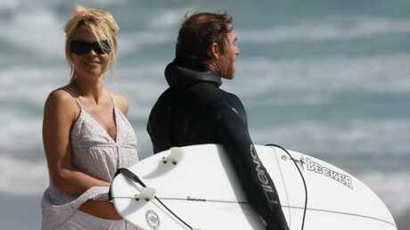 PHOTOS Pamela Anderson: une maman sexy à la plage