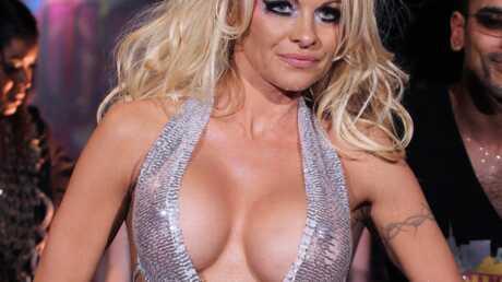 PHOTOS Pamela Anderson dénudée pour la Fashion Week