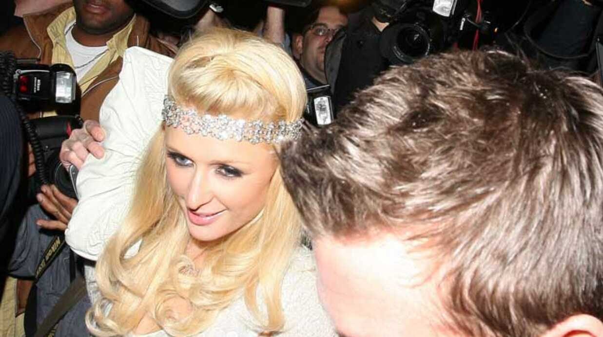 PHOTOS – Paris Hilton et Doug Rein­hardt ne se lâchent plus