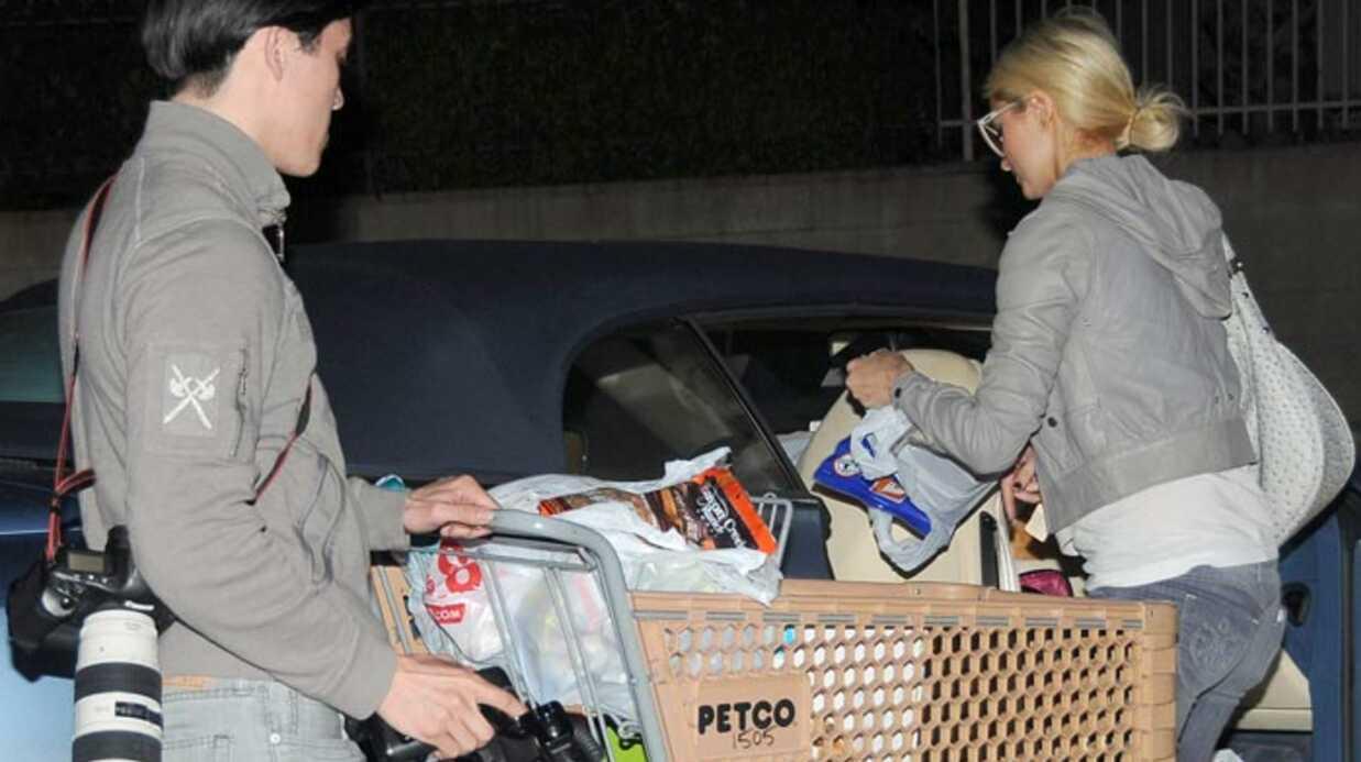 PHOTOS Paris Hilton: une razzia pour ses chiens chiens