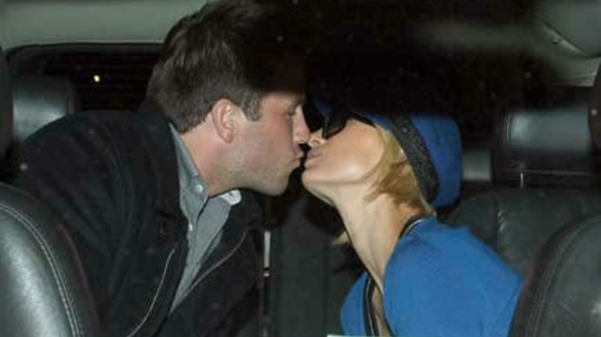 PHOTOS Paris Hilton embrasse Doug sans rete­nue