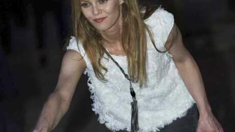 PHOTOS Vanessa Paradis joue à la pétanque pour Chanel