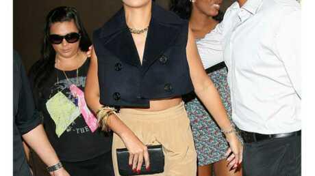 LOOK Rihanna: pantalon taille haute et veste courte