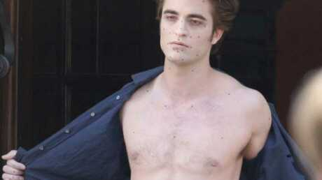 PHOTOS : Robert Pattinson est très sexy dans Twilight 2
