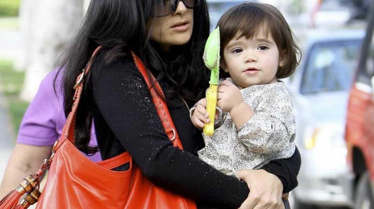 PHOTOS Salma Hayek et sa petite Valentina au parc