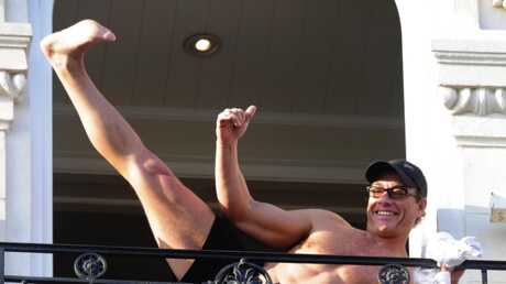 Jean-Claude Van Damme Y a du monde au balcon!