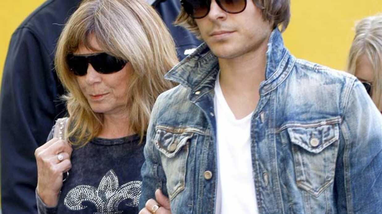 PHOTOS Zac Efron promène sa mère