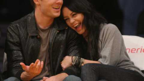 PHOTOS Zac Efron et Vanessa Hudgens se câlinent en public