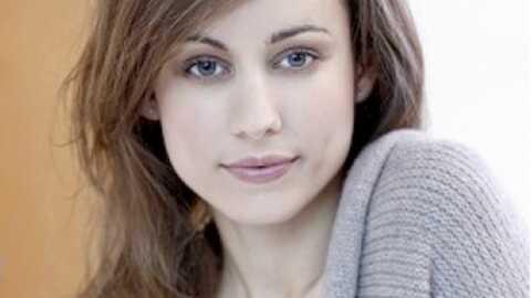 Estelle Denis remplacée par Marie Ange Casalta à 100% Mag Eté