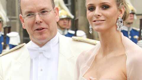 Albert de Monaco officialise ses fiançailles