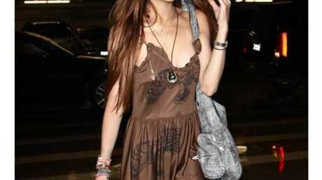 LOOK Lindsay Lohan jamais sans ses chaussures à franges