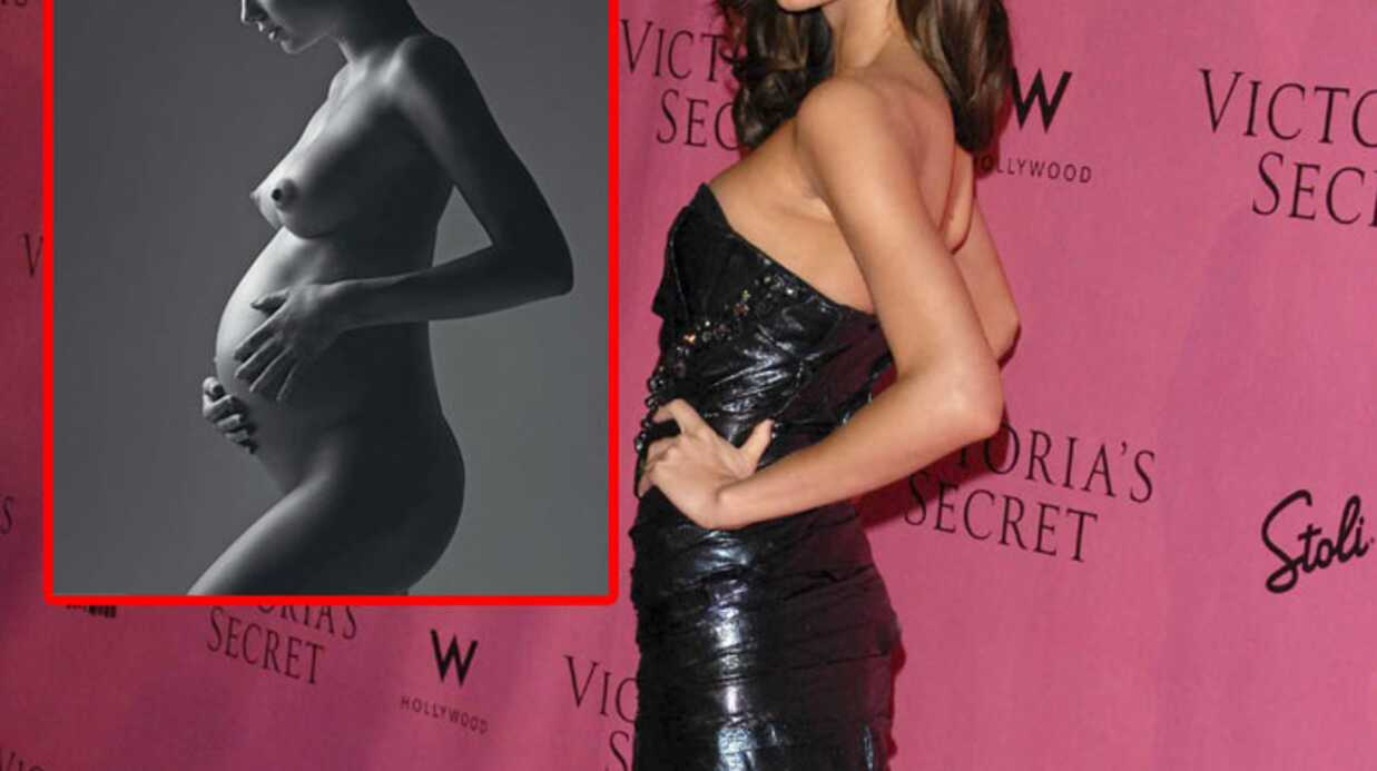 Miranda Kerr enceinte et nue en Une de W