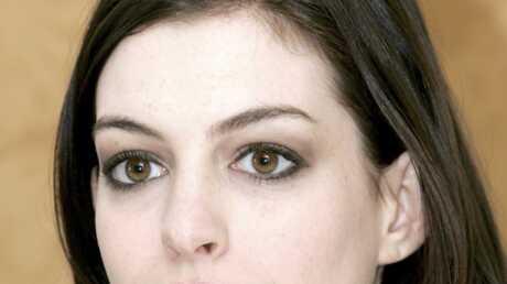 Anne Hathaway se livre sur l'arrestation de son fiancé