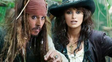 Johnny Depp et Penélope Cruz débarquent sur la Croisette