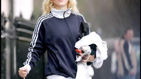 Madonna Elle cache ses fesses