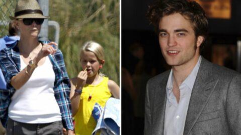 Robert Pattinson fait plaisir à Reese Witherspoon et sa fille