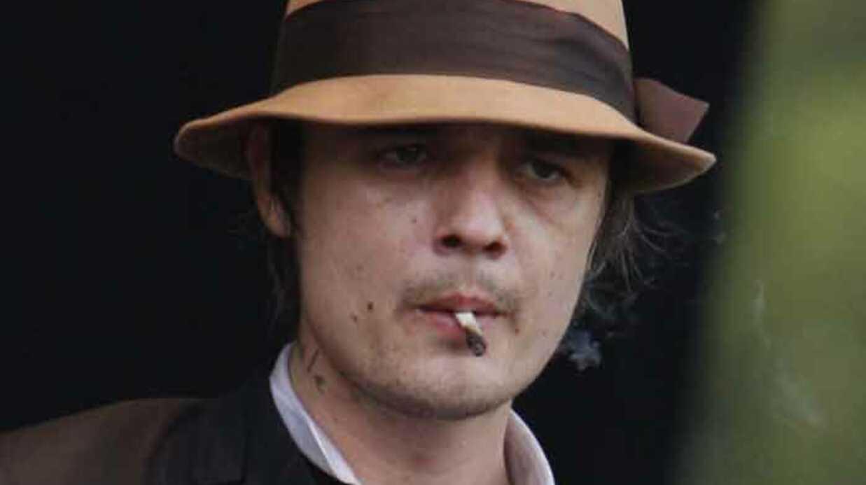 VIDEO Pete Doherty embrasse Cauet sur la bouche
