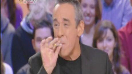 VIDEO Thierry Ardisson fume un joint en direct au Grand Journal