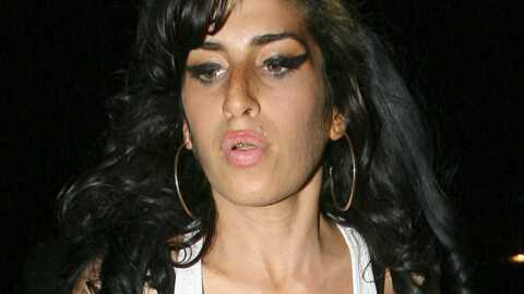 Amy Winehouse: s'est-elle fait refaire les seins?