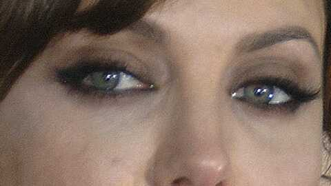 Angelina Jolie espionnée dans sa baignoire